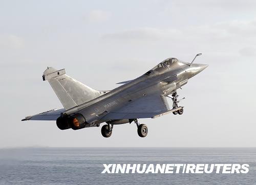 """9月24日,法国海军发表公报称,两架隶属于""""戴高乐""""号航空母舰的""""阵风""""战斗机在地中海坠毁,目前已有一名驾驶员获救。这是法国海军公布的""""阵风""""战斗机的资料照片。新华社/路透"""
