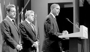 9月25日,美国总统奥巴马(右)、法国总统萨科齐(左)和英国首相布朗发表声明,要求伊朗向国际核查人员开放第二处核设施。