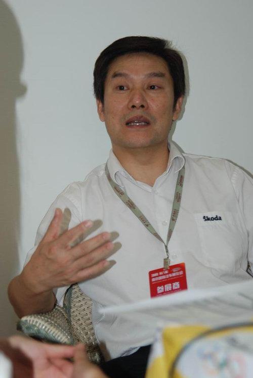 宝铁龙车业集团常务副总经理卞忠贵