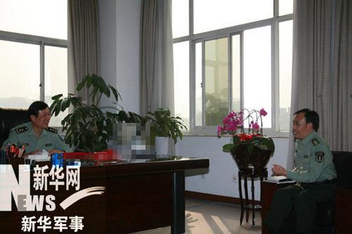 第二炮兵副司令员于际训中将接受新华军事记者张选杰专访。新华军事记者 秦洁摄