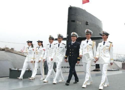 资料图:海军07式春秋常服和礼服-徒步第06方队 海军水兵方队图片