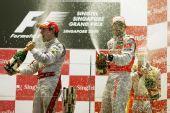 图文:F1新加坡大奖赛正赛 享受胜利的香槟