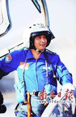 空中第八梯队带队长机———刘国胜师长。沈玲摄