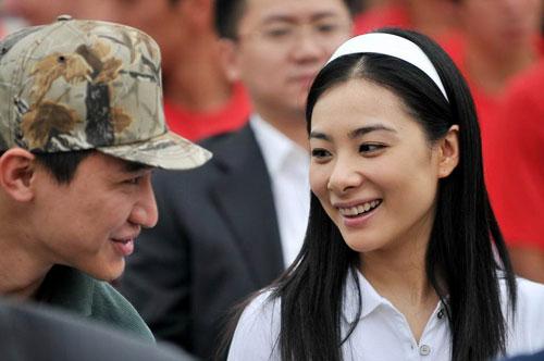 刘璇与男友甚是亲密