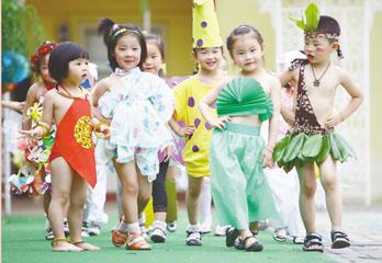 幼儿环保; 幼儿环保服装秀图片;