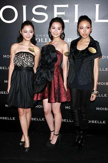 阿Sa(中)联同钟舒漫(右)和诗雅出席时装秀