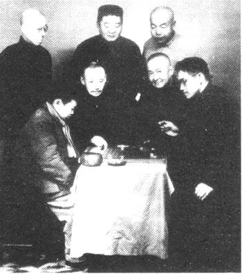 中间左起:顾水如、魏海鸿;后排左起:王幼宸、刘棣怀、汪振雄;