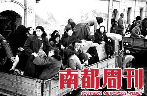 1949年11月,北京,旧社会遗留下来的妓女被送到教养所改造。
