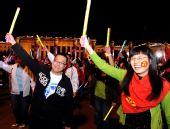 北京宣武区群众在广场联欢