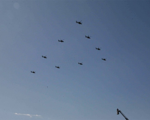 直升机飞过天安门时高度仅250米