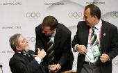 图文:巴西总统泪洒发布会 卢拉竖大拇指