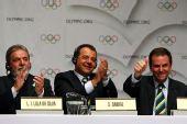 图文:巴西总统泪洒发布会 成员兴奋竖拇指