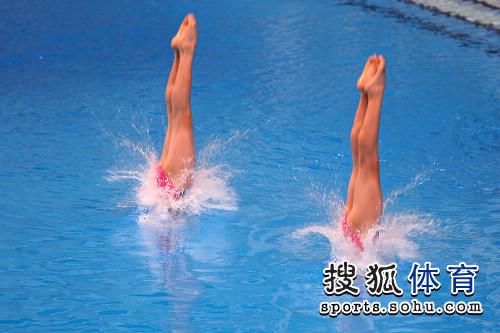 广东 动态 鲜花/两人入水瞬间