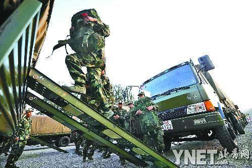 ■昨天傍晚,战士们已经开始收拾行囊,准备离京■摄影/本报记者