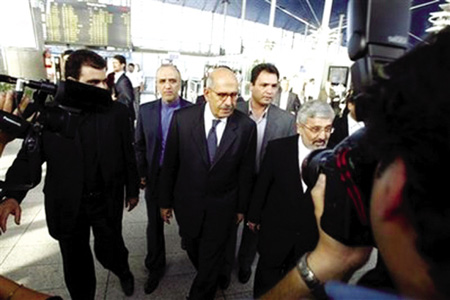 巴拉迪(左三)在德黑兰