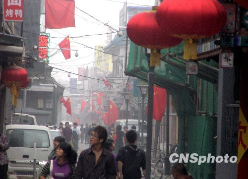 十月初的黄金周假期, 北京前门附近的胡同呈现老京城新面貌。中新社发贾国荣 摄