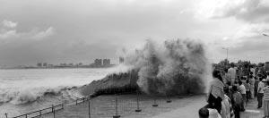 今天,海宁盐官的潮高预计达2.55米。CFP 资料