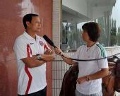 图文:[中超]成都输球后训练 王宝山接受采访