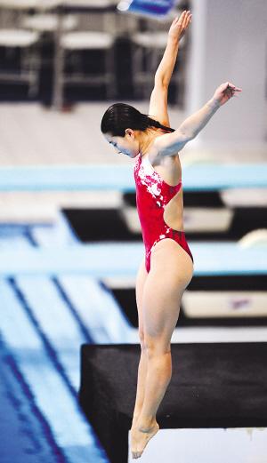 尽管昨天并未决出该项目金牌,但由于有跳水女皇,来自河北的郭晶晶参赛图片