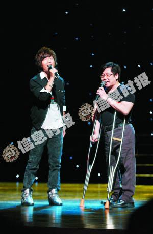 陈楚生与郑智化合唱《麻花辫子》。信息时报记者 龙成关 摄