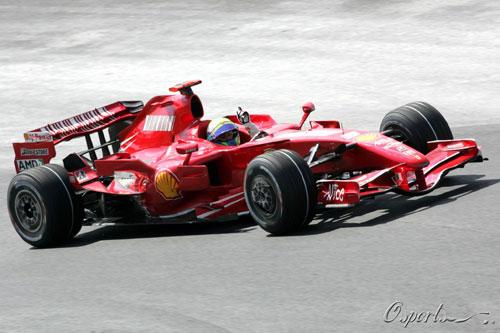 马萨驾驶法拉利F2007(资料图)
