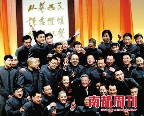 2008年2月11日,辽宁沈阳,赵本山开门收徒仪式在沈阳举行。当日,赵本山开门收徒35位