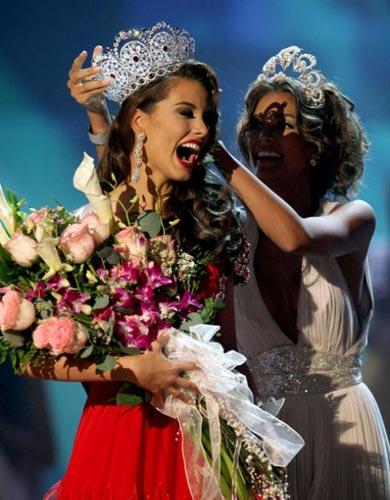 09年环球小姐冠军18岁的委内瑞拉佳丽费尔南德斯