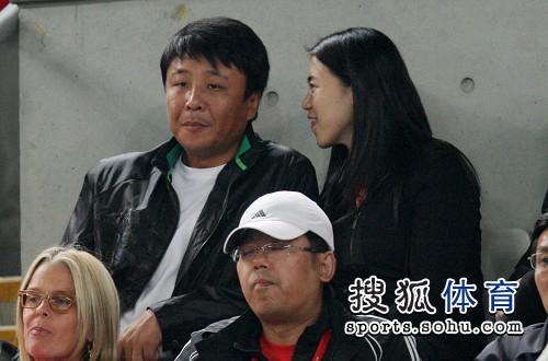 王楠的老公_组图:蒋雯丽携爱子看中网 王楠和老公悄然现身