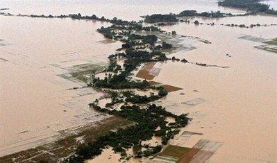 梦见一座高楼突然倒塌被洪水淹没