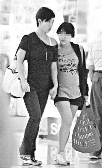 林忆莲与女儿逛街遭拍 十岁喜儿酷似李宗盛