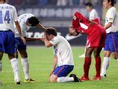 图文:[中超]重庆1-1山东 王永珀受伤