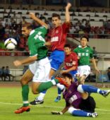 图文:[中超]杭州1-0陕西 跨越防守