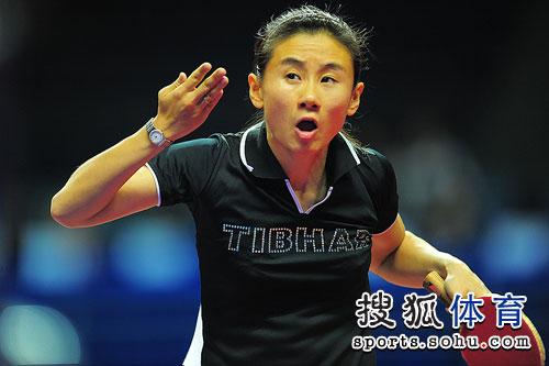 图文:世界杯李晓霞4-0刘佳 刘佳表情很怪异