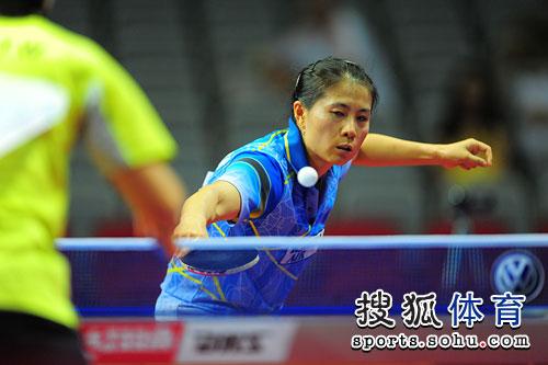 詹姆斯使节4脚上图-搜狐体育讯 北京时间10月11日,2009女子乒乓球世界杯进入到了第二