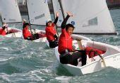 图文:全运会OP级帆船团体赛 上海队员夺冠挥手