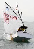 图文:全运会OP级帆船团体赛 福建周传龙驾驶中