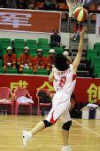 图文:北京女篮胜湖北女篮 单手上篮