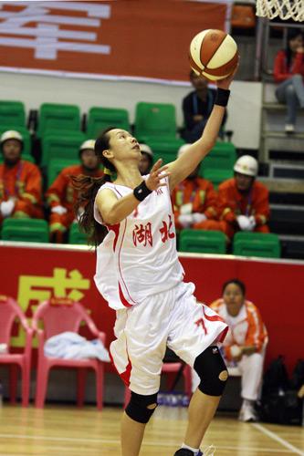 图文:北京女篮胜湖北女篮 快攻上篮得分