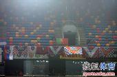 图文:[中超]天津VS青岛 现场球迷助威
