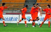 图文:[中超]天津VS青岛 侯赛因破门庆祝