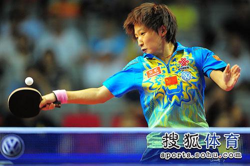 刘诗雯发力回球
