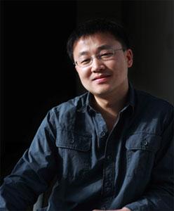 陈海:《中国新闻周刊》执行副主编,致力于时政新闻及调查类报道十数年。曾供职于《南方周末》、《南方人物周刊》等知名媒体,系中山大学传播与设计学院特聘教授(新闻系)。