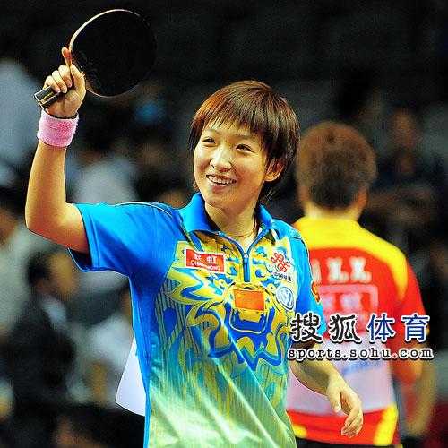 刘诗雯笑脸迎胜利