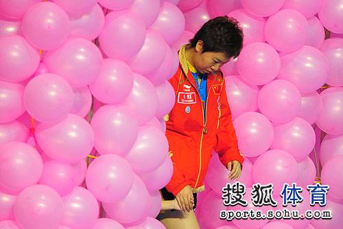 李晓霞出场气球相伴