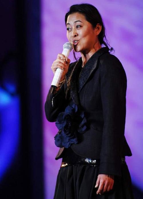 荣膺金鸡影后之后,倪萍又多次主持了金鸡奖颁奖礼
