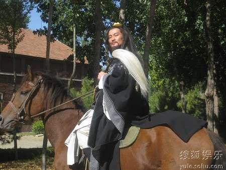 仙风道骨骑马造型