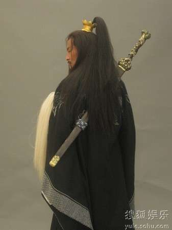 公孙胜背宝剑造型