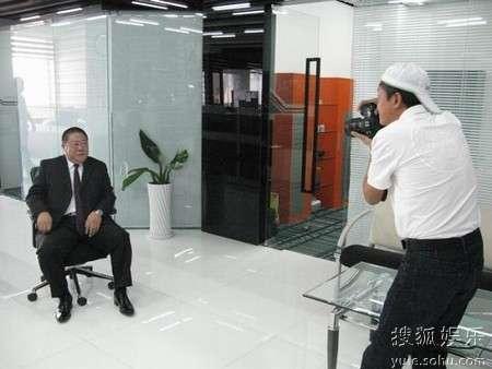 赵宝刚为刘金山拍摄宣传照