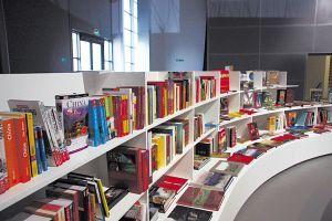 大小书店里,中国现当代文学和中国研究的德语版图书受重点推荐。