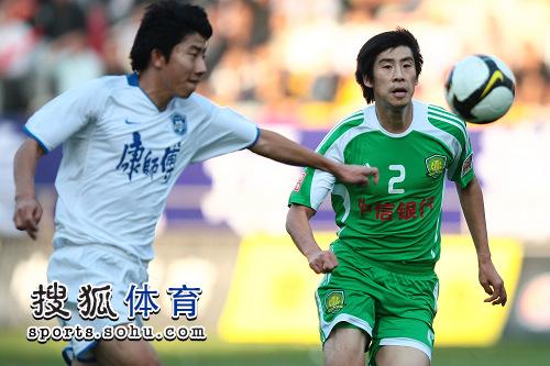 图文:[中超]天津VS北京 郎征回放不及